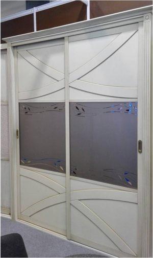 Классический шкаф купе с эксклюзивным декором Черемхово