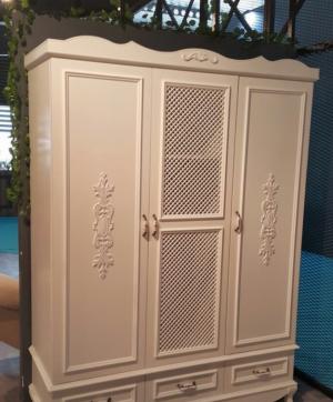 Распашные двери с декоративными накладками Черемхово