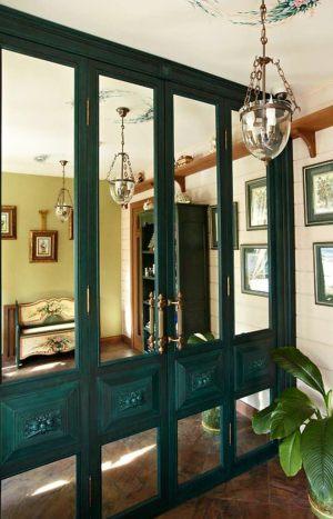 Распашные двери филенкой и декоративными накладками Черемхово